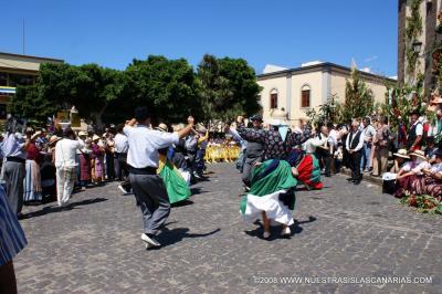 Bailando en la Romería de Las Marías con la A.F. Estrella y Guía