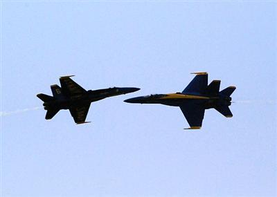 Dos F-18 chocan en vuelo en un ejercicio de guerra