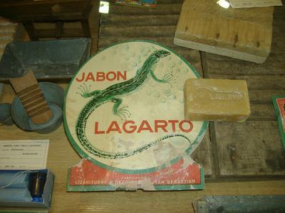 Jabón lagarto y suasto