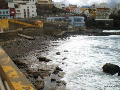 La playa de Sardina después del temporal